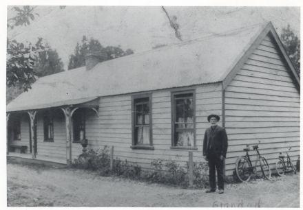 Arps' house on the Main Road opposite Halligan's shop, about 1920  (96-012.jpg)